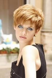 Modeles coupe cheveux courts femme 50 ans
